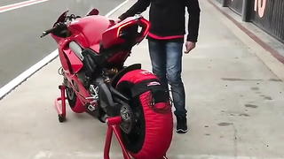 Warming up the Ducati V4.