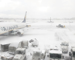 Snow disrupts flights at Dublin Airport.