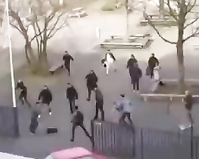 How dutch people react to a guy with a knife.
