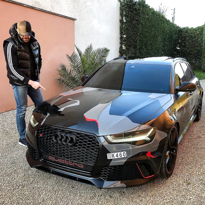 That Audi RS6 it's so beautiful.