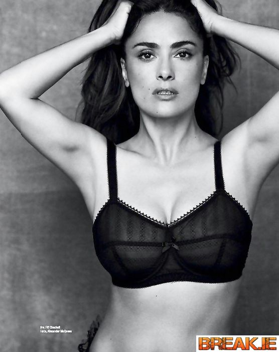 Unreal beauty, Salma Hayek in her 54 looks just gorgeous