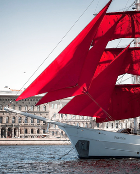What a beauty, red sails, This is a dream and beauty!