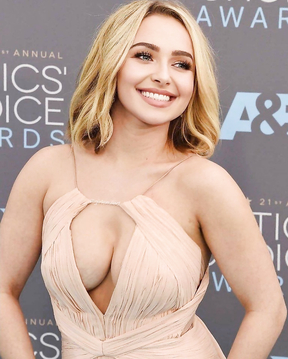 Hayden Panettiere and her bewitching look.