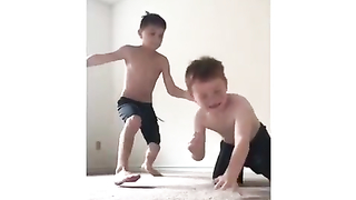 Man fund in his phone a video with his sons fighting