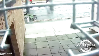 Shocking video: Dublin Cyclist Tackles Bike Thief To The Ground