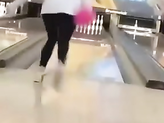 She Surrendered to the throw with arms and legs!