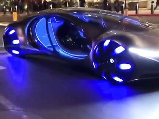 New Mercedes Benz - Drives its self on the street.